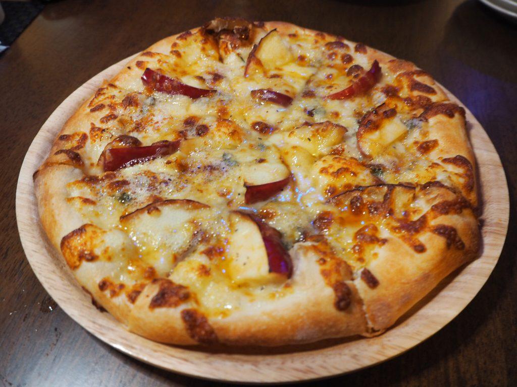 ピザ,手ごね