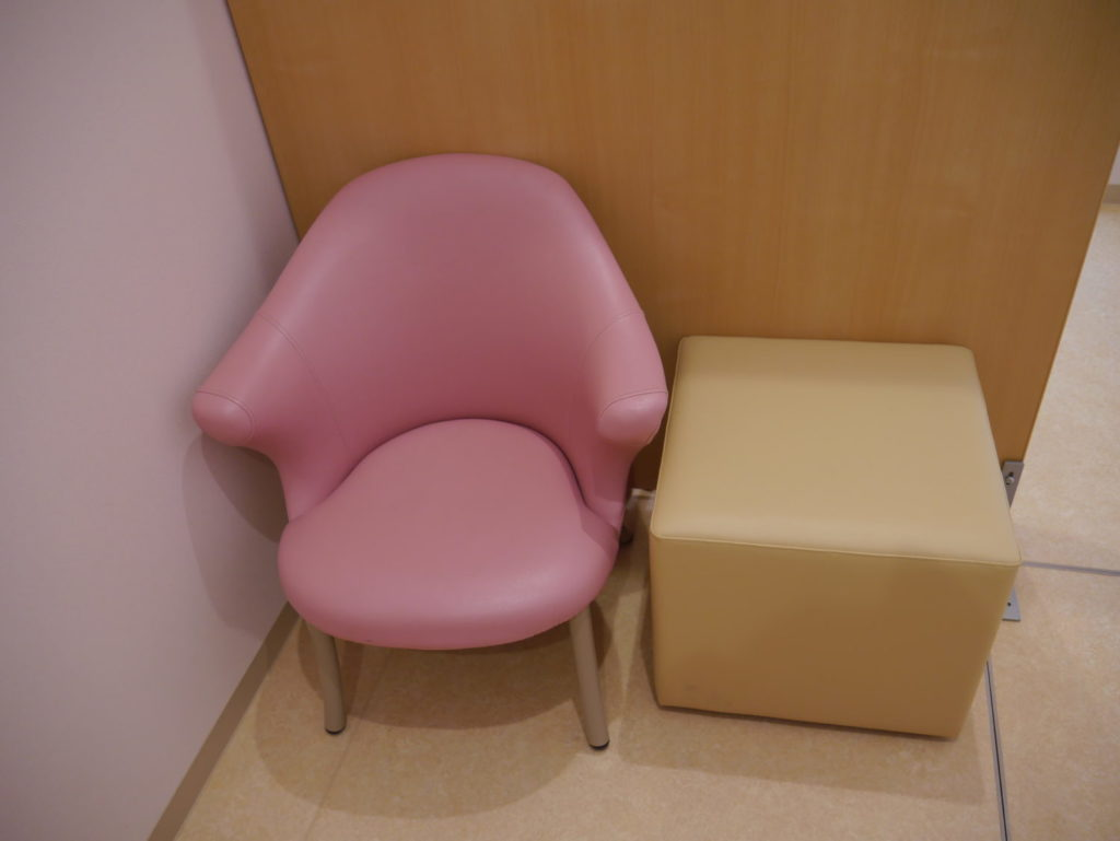 授乳椅子。ボートレース場