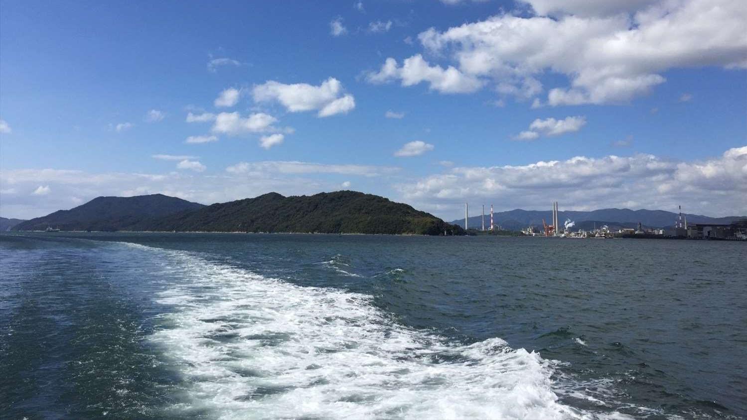 美しい瀬戸内海から見える徳山港