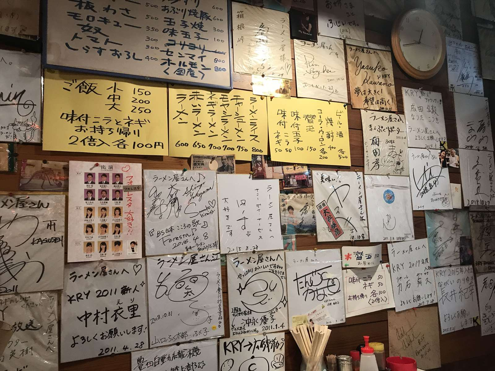 壁にはサイン