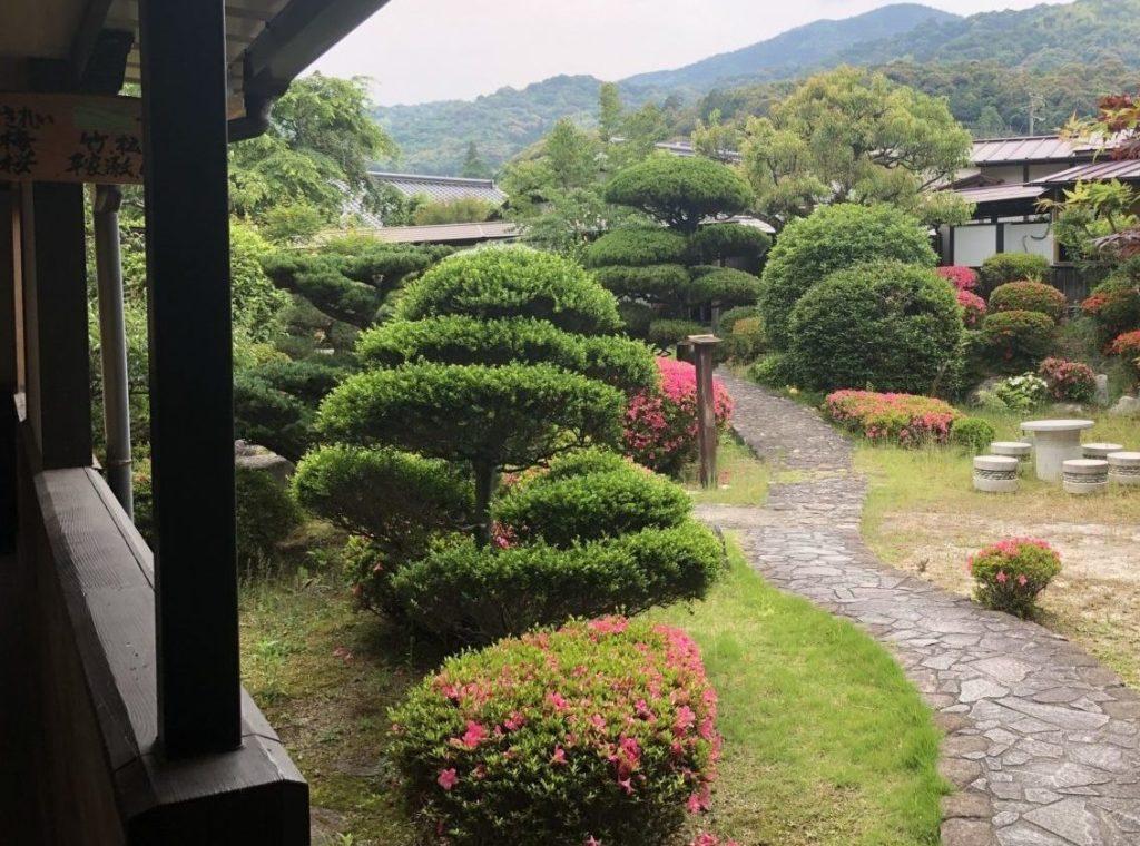 房山園の中庭1
