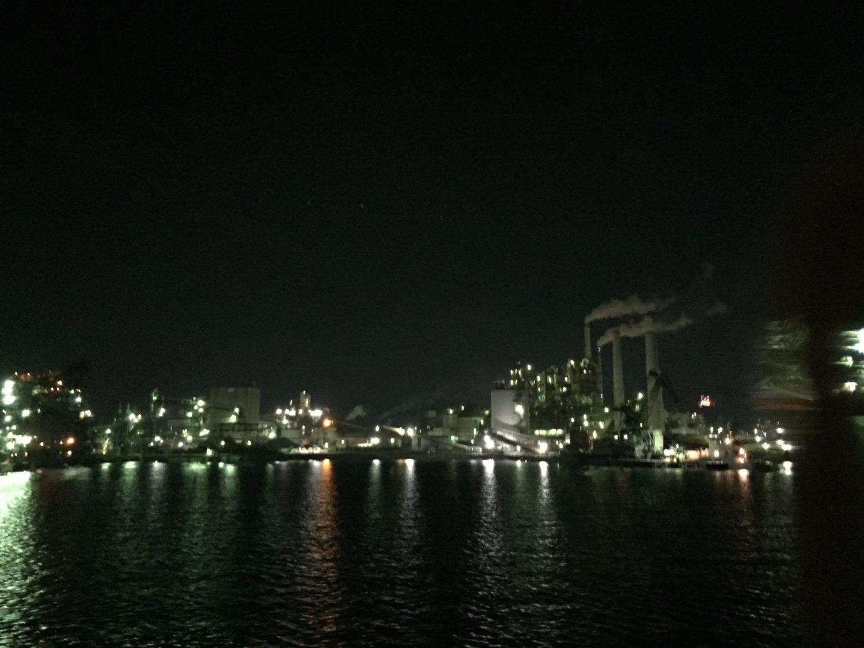 工場夜景で有名な徳山港