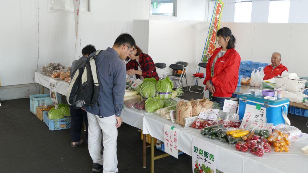 新鮮野菜の販売も!